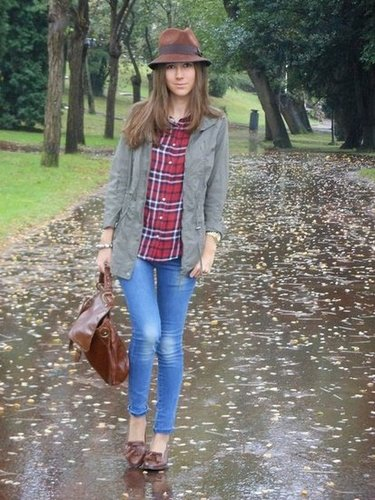What feels more seasonal than a cute plaid paired with rich brown accessories? Take note: it doesn't take much to give your basic blue jeans an autumnal twist. Source: Lookbook.nu