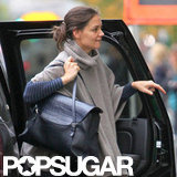 Katie Holmes wire an oversize sweater.