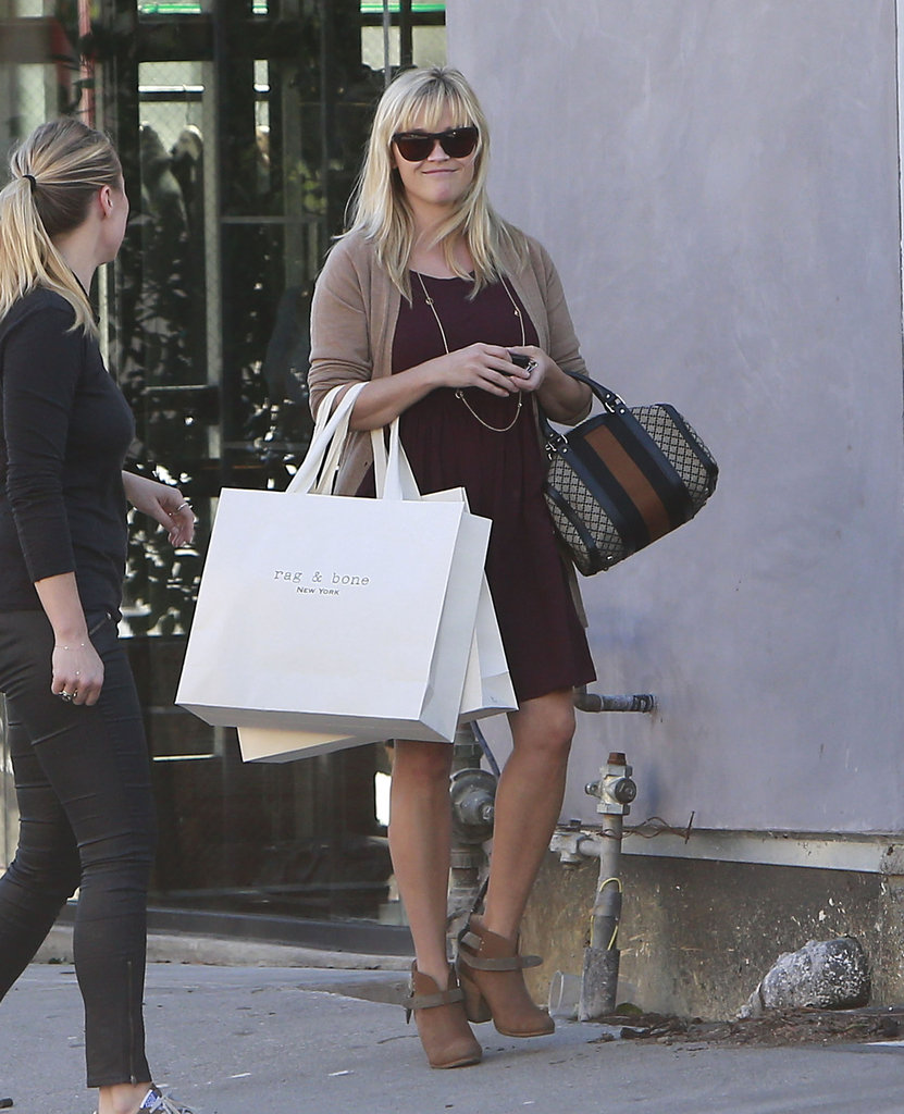Reese Witherspoon make a trip to Rag & Bone in Beverly Hills.