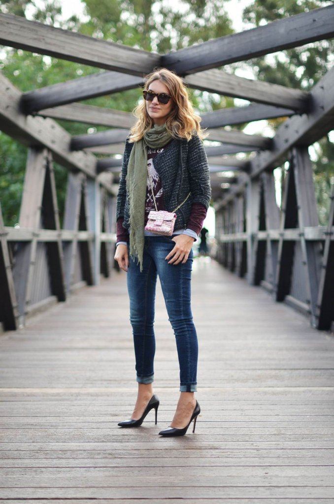 This tweedy jacket gave jeans and a t-shirt a cozier Fall twist. Source: Lookbook.nu