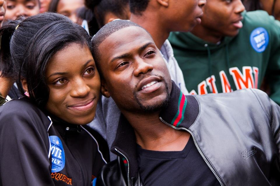 Kevin Hart posed with an Obama supporter in North Carolina.  Source: Facebook User Obama for America