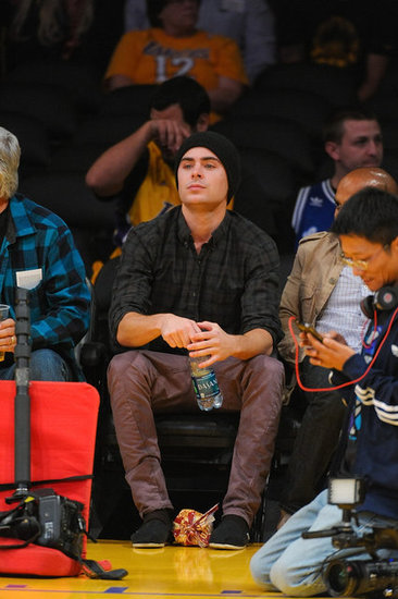 Zac Efron went to the Lakers home opener.