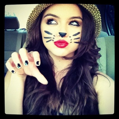 Ariel Winter put on a cat face. Source: Instagram user arielwinter