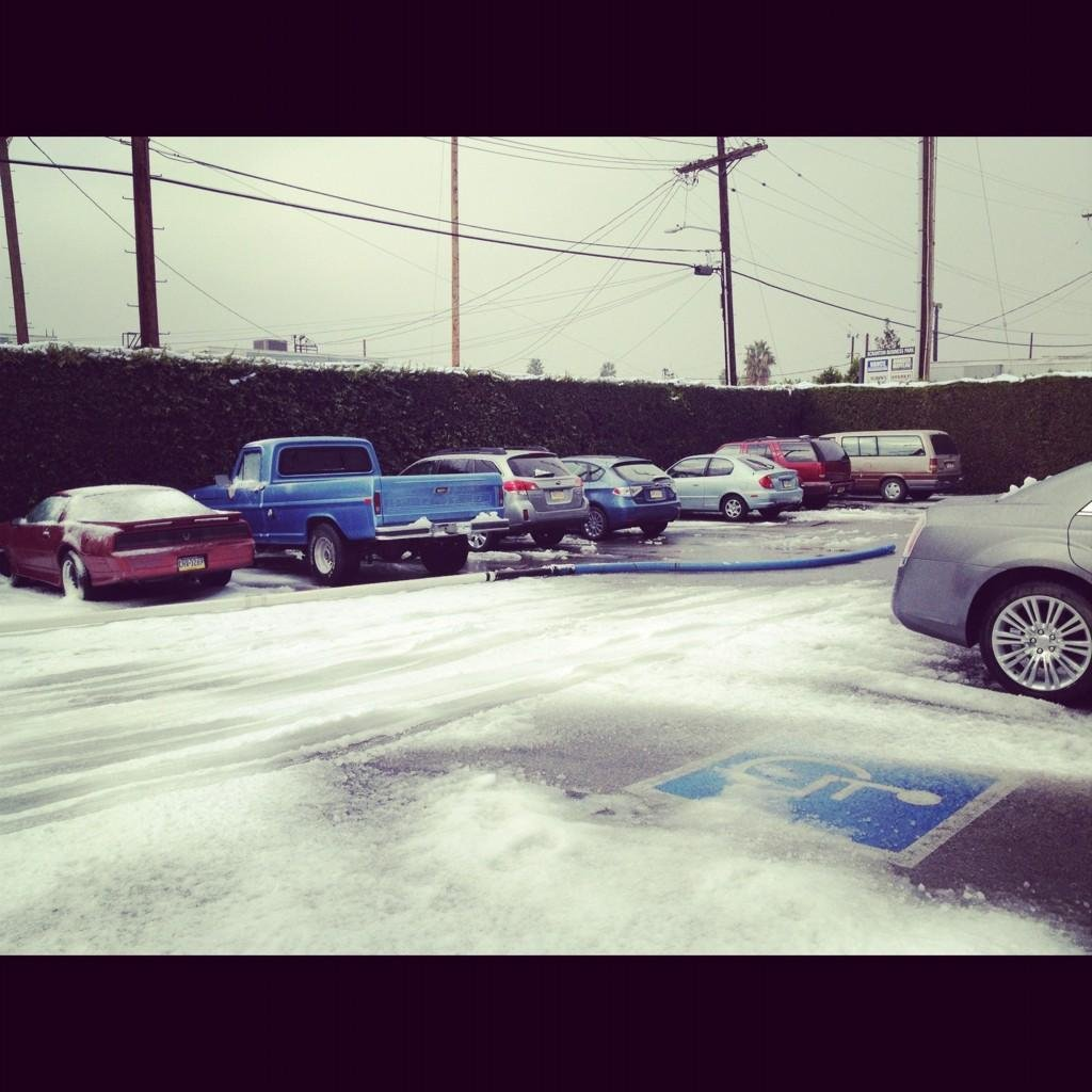 Jenna Fischer showed us Dunder Mifflin's snowy parking lot. Source: Twitter user jennafischer
