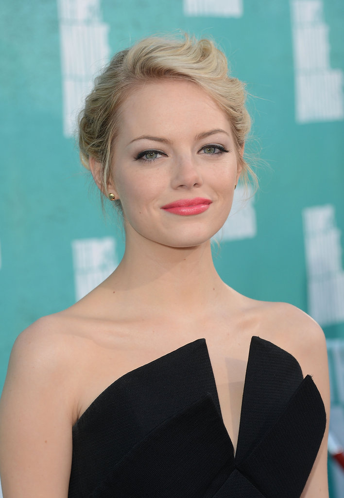 Back to blond at the 2012 MTV Movie Awards, Emma wore a structured black top that she styled with a wispy undo, flirty lashes, and a pretty pink lipstick.