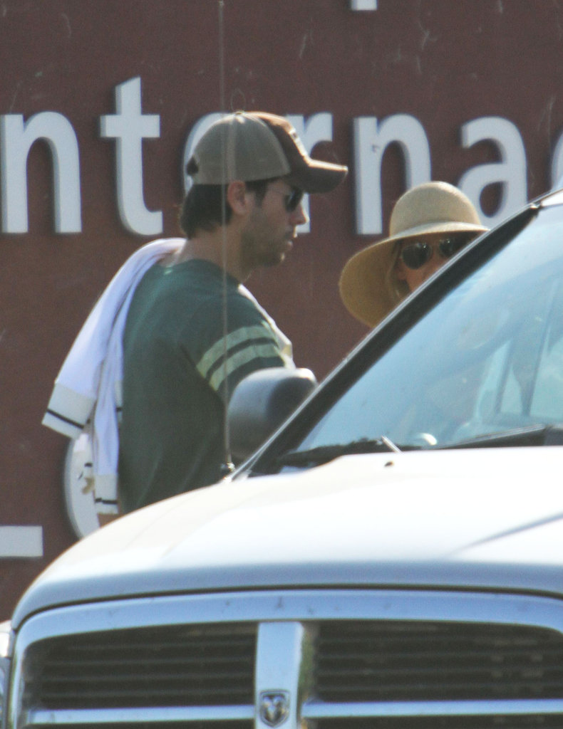 Enrique Iglesias and Anna Kournikova headed to a waiting car.