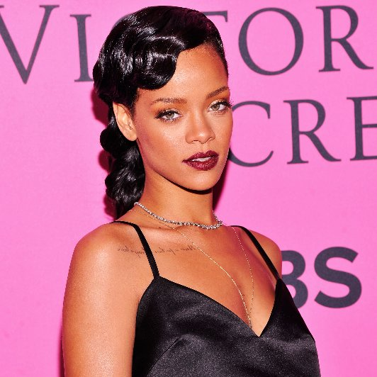 Beauty Trend: Aubergine And Purple Lipstick Like Rihanna