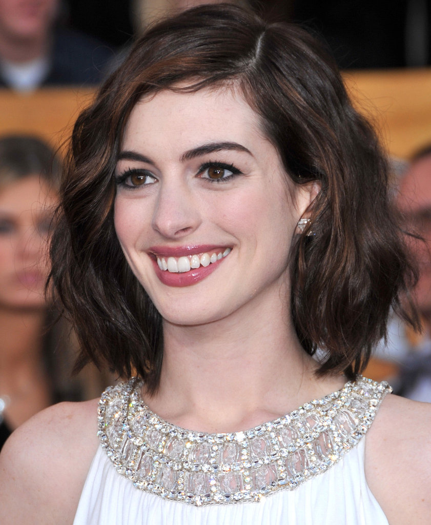 Anne Hathaway Long Bob: Pictures Of Anne Hathaway's Best Hair Looks