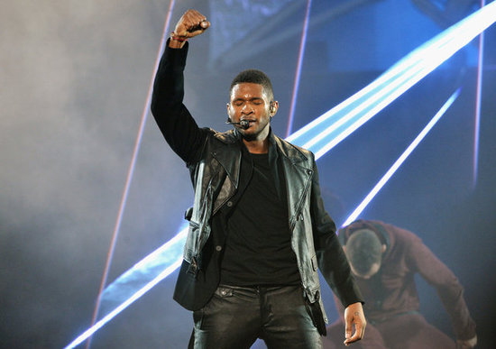 Usher sang at the American Music Awards.