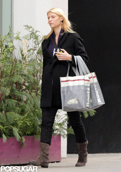 Claire Danes carried shopping bags from Roots in Toronto.