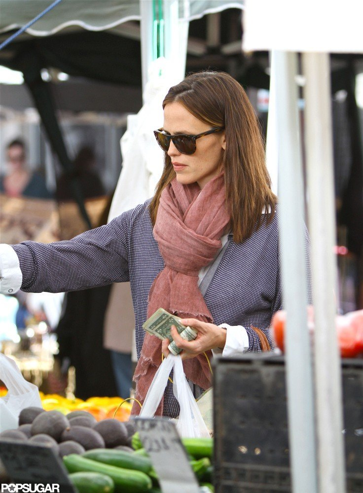 Jennifer Garner wore sunglasses for a family outing in LA.