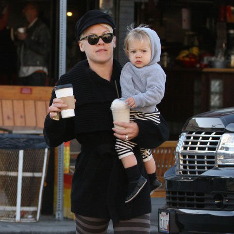 Pink and Willow Hart Grabbing Coffee in Venice | Pictures