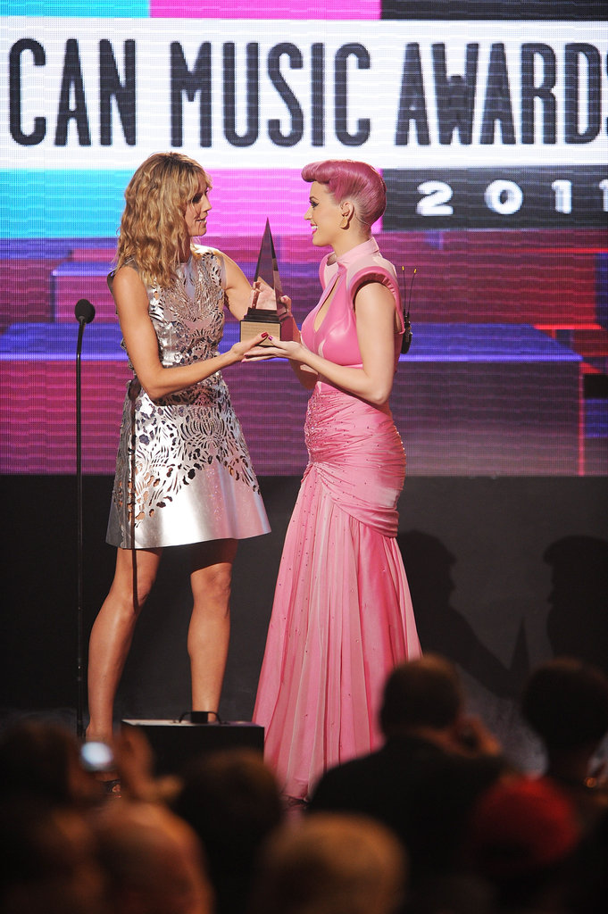 Heidi Klum presented Katy Perry with an AMA in 2011.