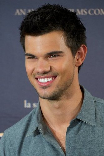 Taylor Lautner smiled at the Breaking Dawn — Part 2 photo call in Madrid.