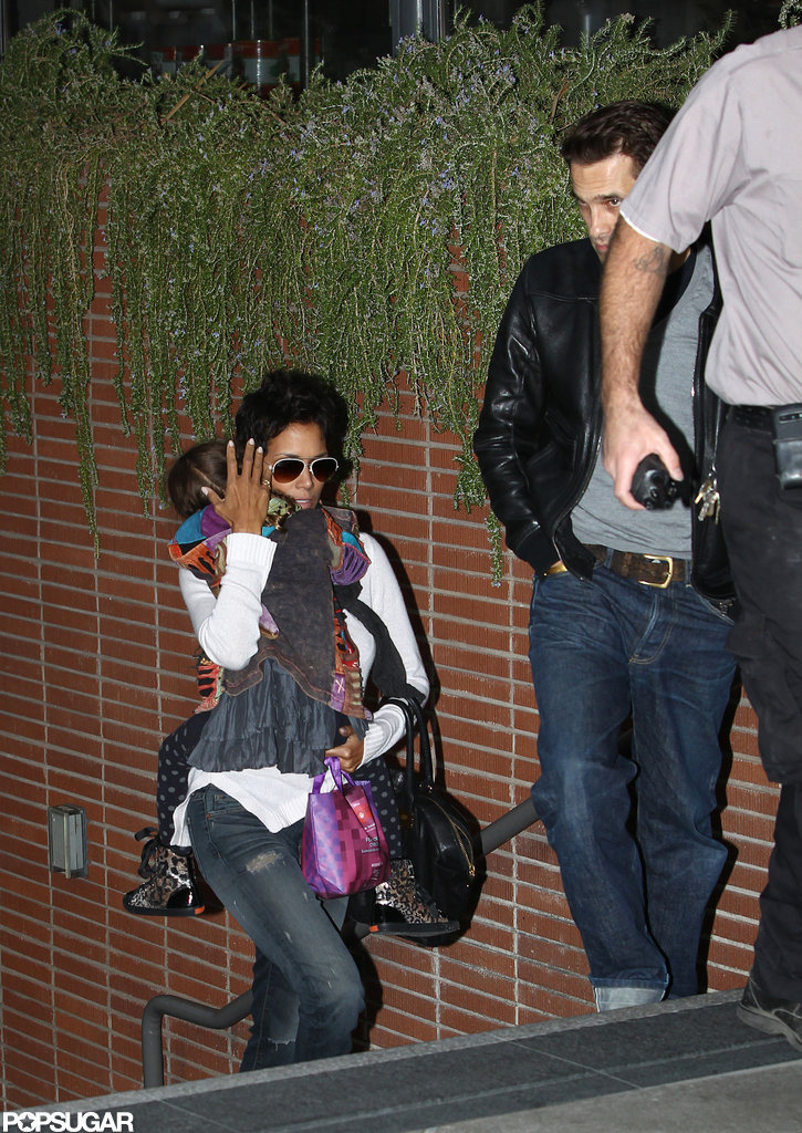 Halle Berry followed Olivier Martinez up the stairs while holding daughter Nahla Aubry.