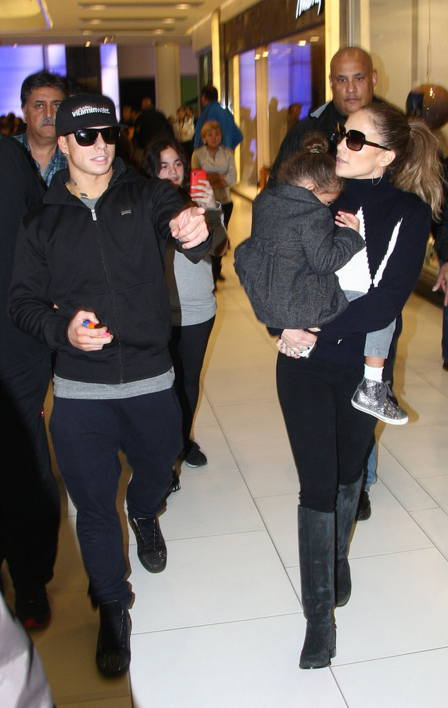 Jennifer Lopez carried Emme Anthony as she walked with Casper Smart.