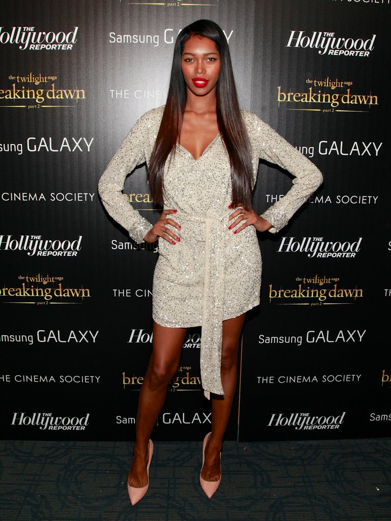 Jessica White worked a long-sleeved mini and classic pumps.