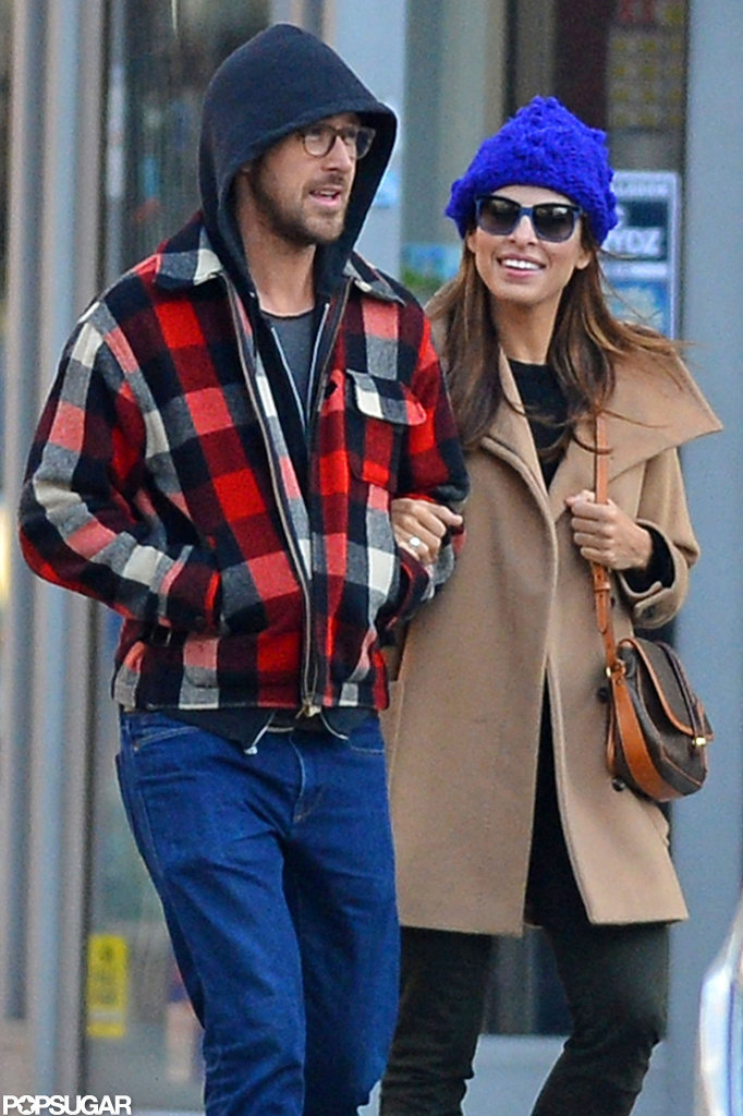 Ryan Gosling and Eva Mendes smiled in NYC.