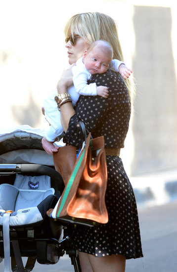 Reese Witherspoon Totes Baby Tennessee James