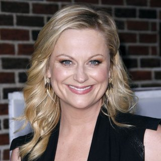 Amy Poehler Talks Hosting the Golden Globes