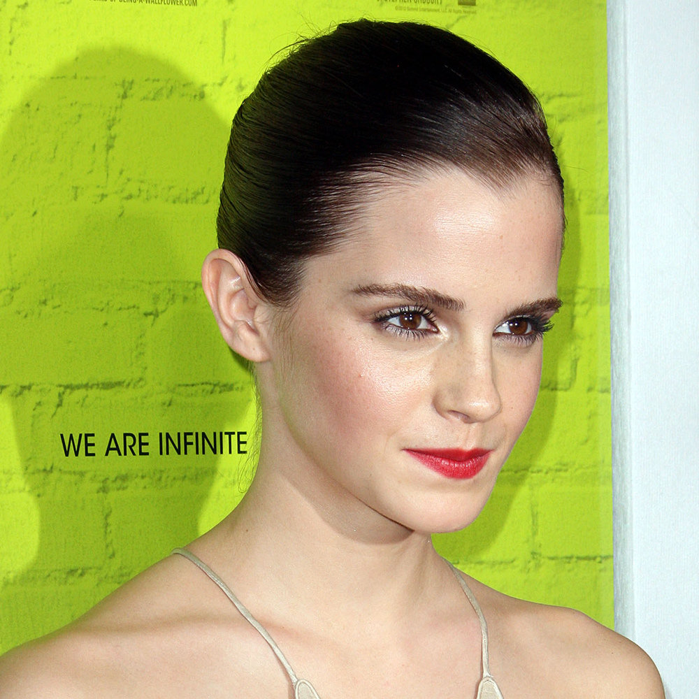 We were loving Emma with this super dark, super sleek hairstyle in September 2012, weren't you?