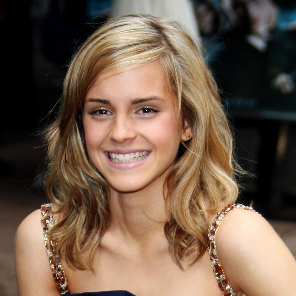 We love the mix of highlights we saw in Emma's hair in July 2007. So natural and pretty!