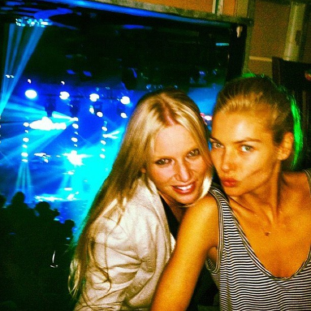 Jess Hart and a friend struck a pose as they waited for Rihanna's concert to start. Source: Instagram user 1jessicahart