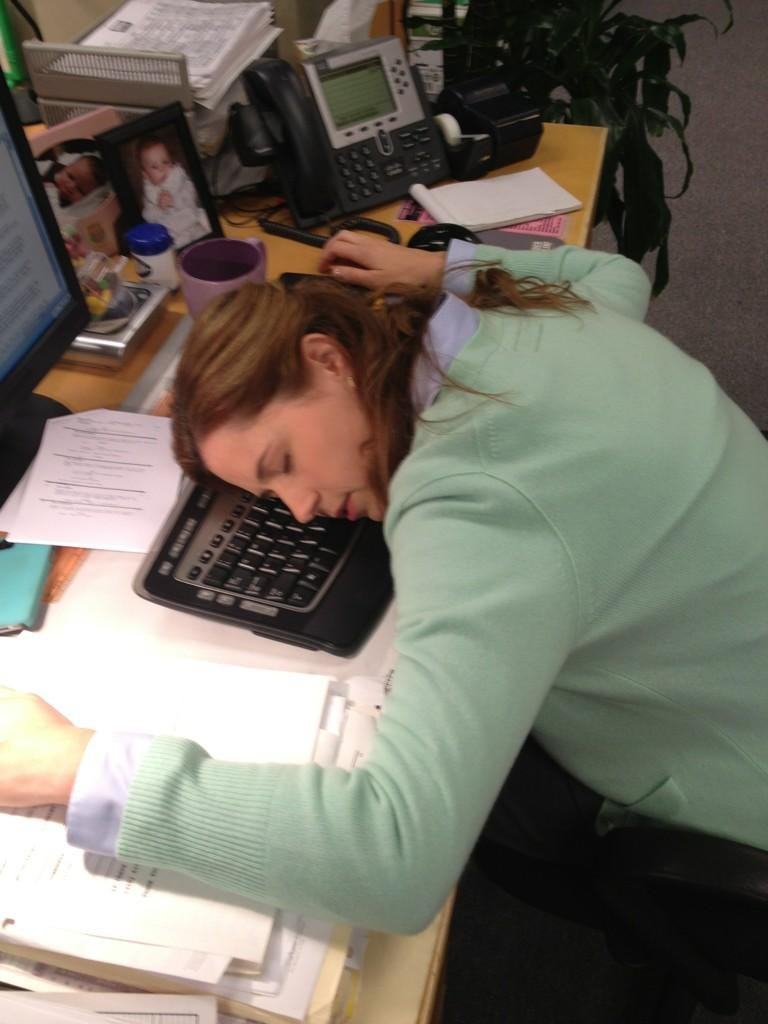 Jenna Fischer fell asleep on the job. Source: Twitter user BBBBaumgartner