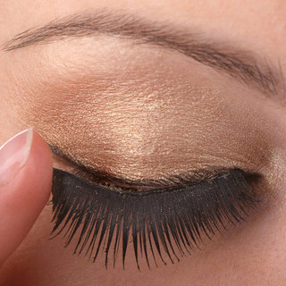 How to Apply Fake Eyelashes for Party Season Makeup