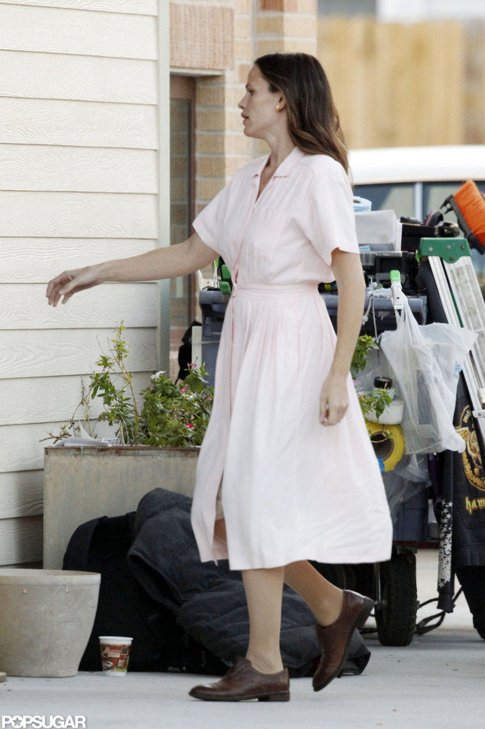 Jennifer Garner wore a pink dress on set.