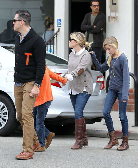 Reese Witherspoon held hands with Deacon Phillippe while out to breakfast with Jim Toth and Ava Phillippe.