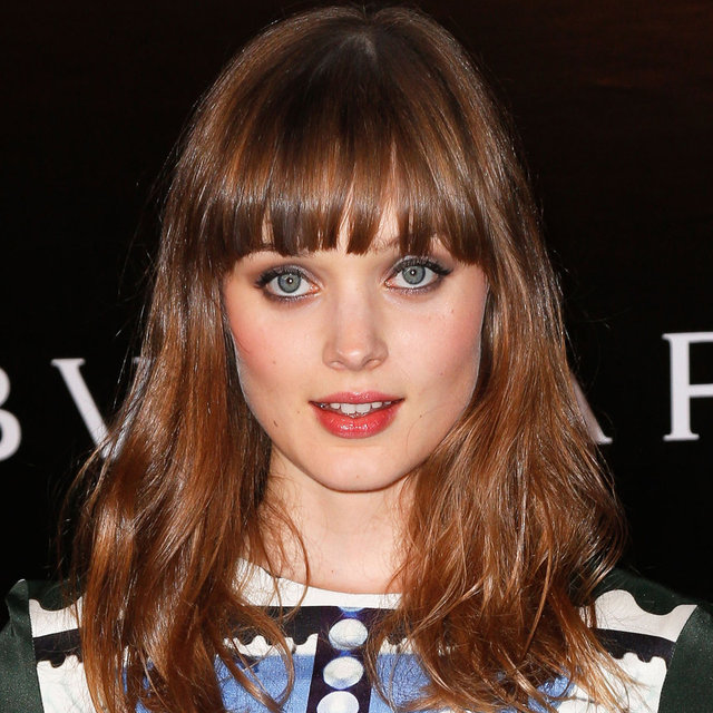 How To Get Bella Heathcote's Pretty Pink Lips & Beauty Look