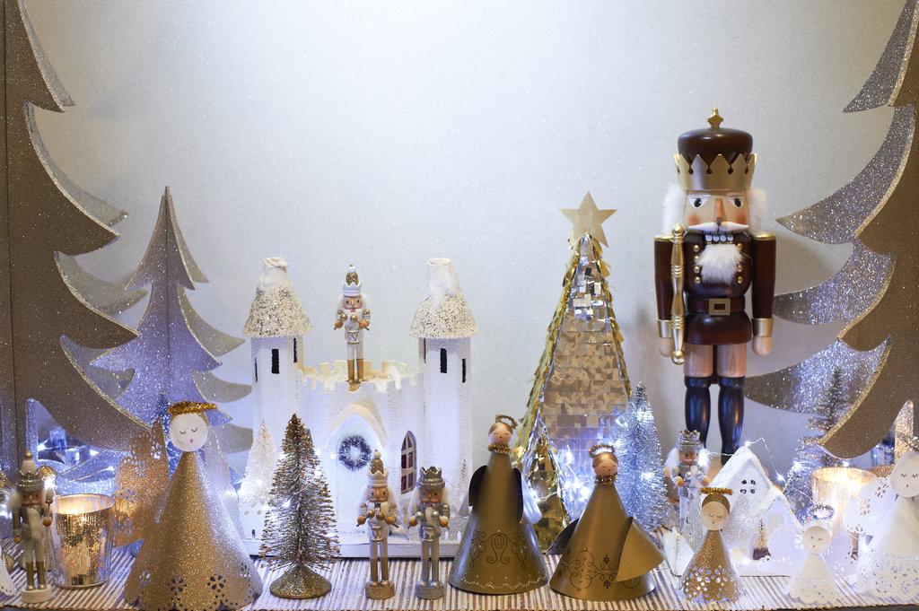 A Nutcracker-Inspired Holiday Scene