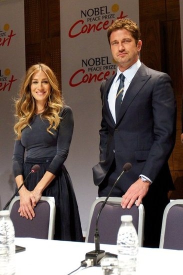 Sarah Jessica Parker smiled next to Gerard Butler at a press conference in Oslo.