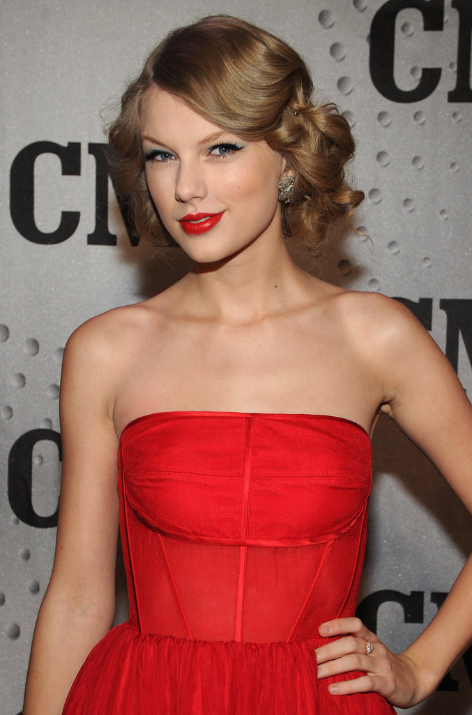 For the 2011 CMT Artists of the Year show, the singer went for one of her signature looks: a fit-and-flare dress paired with sideswept curls, red lips, and winged liquid liner.