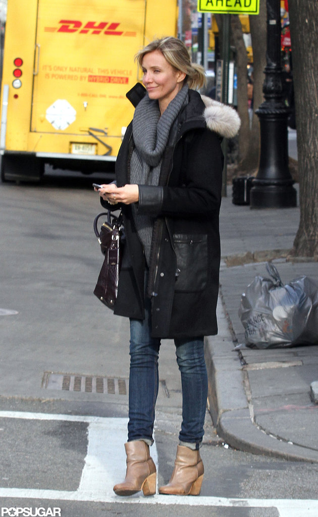 Cameron Diaz waited for a cab in NYC.