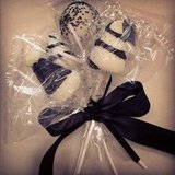 Cake pops! Black and white lollipops of the very best kind.