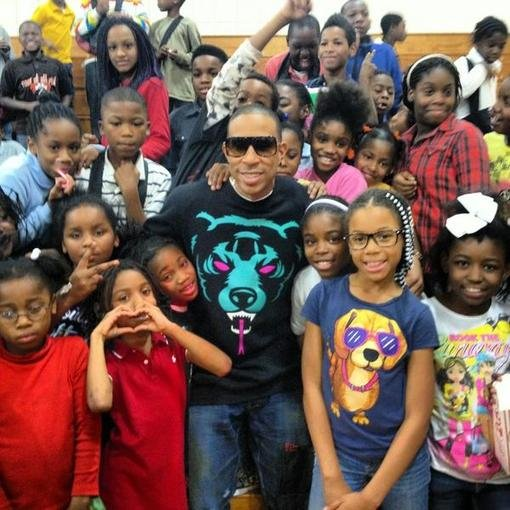 Ludacris posed with 150 children after passing out presents for his holiday charity drive. Source: Twitter user Ludacris