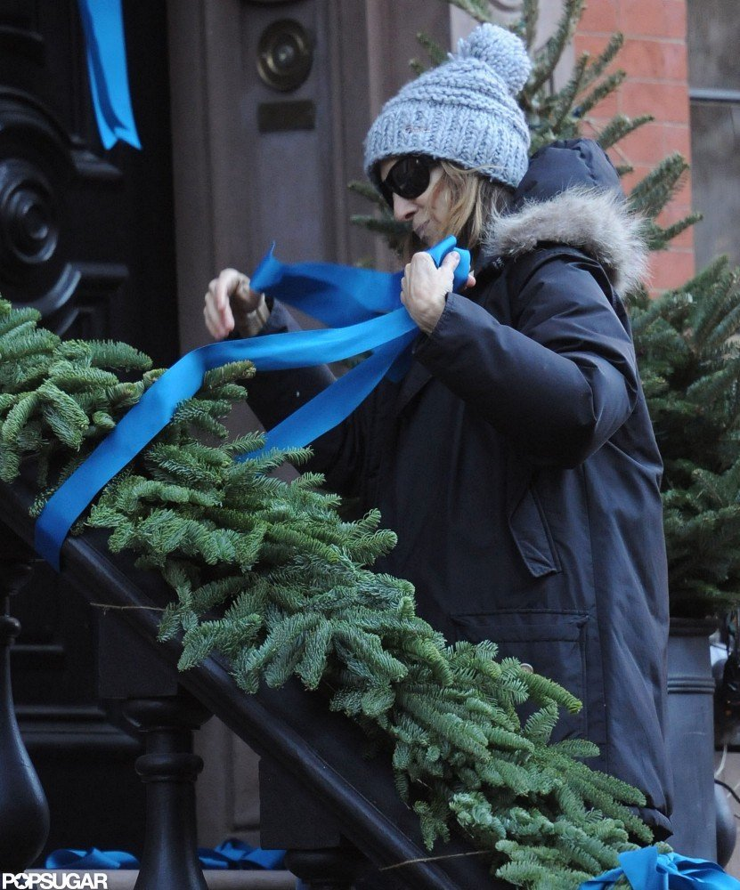 Sarah Jessica Parker enjoyed putting up her holiday decorations.