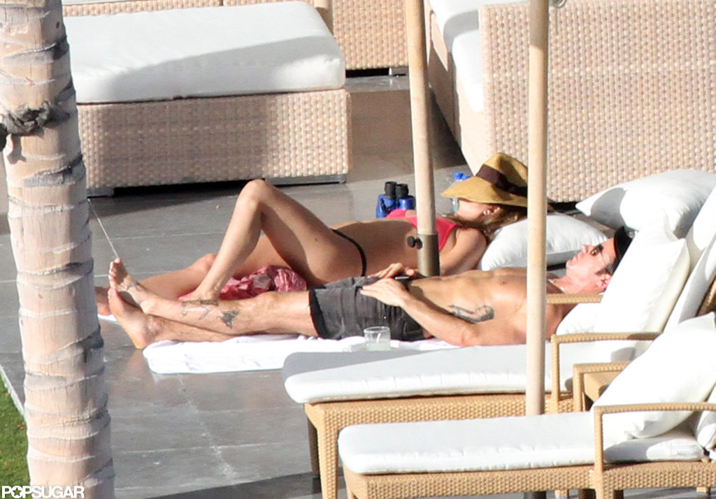 Bikini-Clad Jennifer Aniston Sunbathes in Cabo With Shirtless Justin on Christmas Eve!