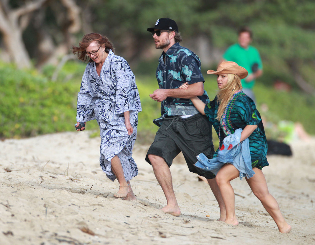Pregnant Jessica Simpson Strolls on the Beach With Eric Johnson