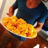 Jennifer Hawkins indulged in delicious mangoes. Source: Instagram user jenhawkins_