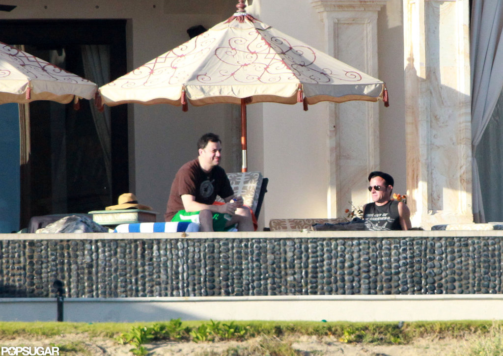 Justin Theroux chatted with Jimmy Kimmel by the pool.