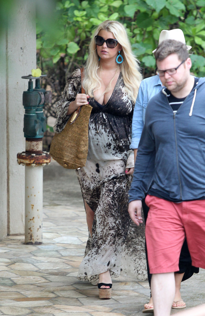 Jessica Simpson wore a caftan while out for lunch in Hawaii.