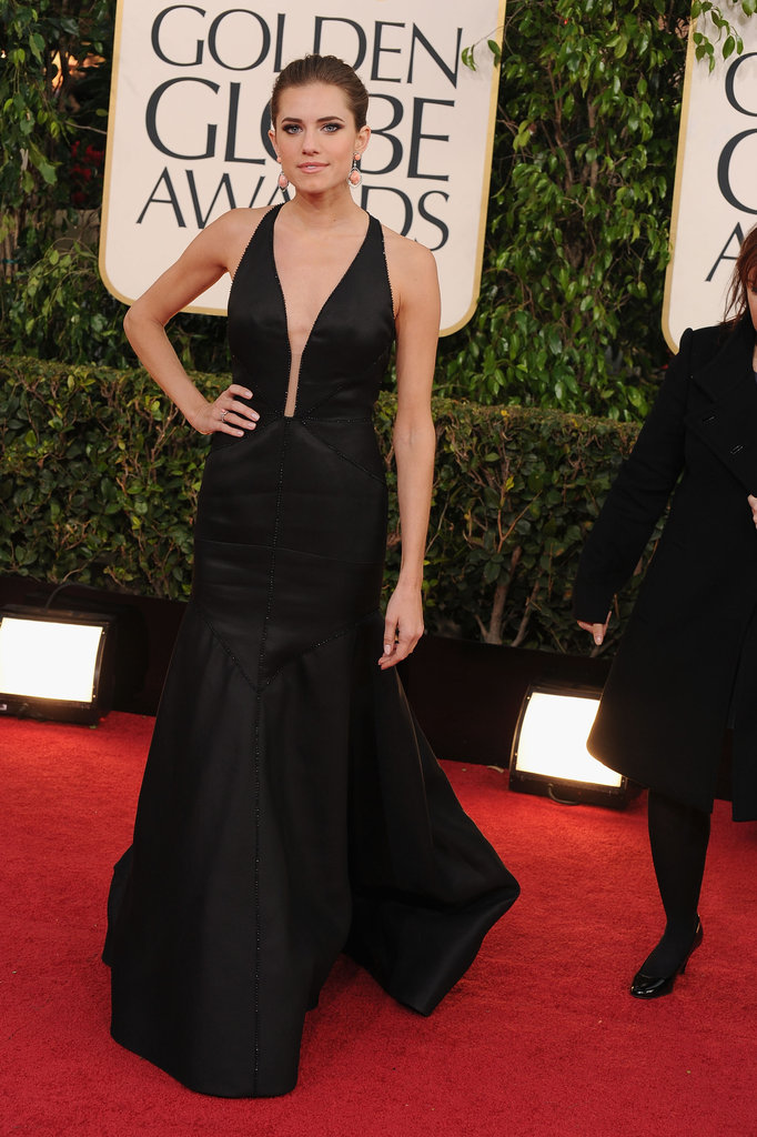 Girls actress Allison Williams rocked a classic low-cut black look for the 2013 Golden Globes red carpet.
