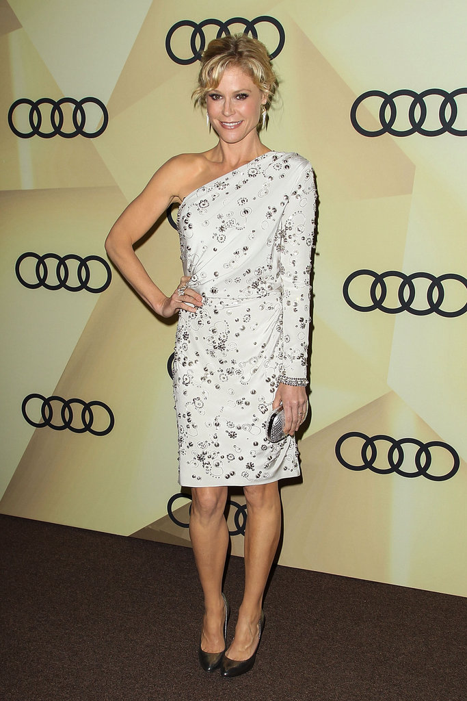 Julie Bowen chose a one-sleeved embellished LWD and accentuated the silver details with a matching clutch and pewter-coloured pumps.
