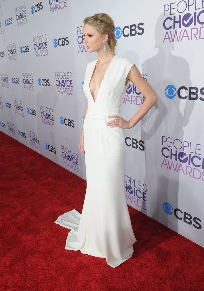 Taylor Swift Goes Simple But Sexy at the 2013 PCAs