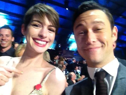 Joseph Gordon-Levitt came to the rescue when Anne Hathaway had a wardrobe malfunction at the Critics' Choice Awards. Source: Facebook user Joseph Gordon-Levitt