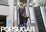 Jennifer Garner went down an escalator with Seraphina.