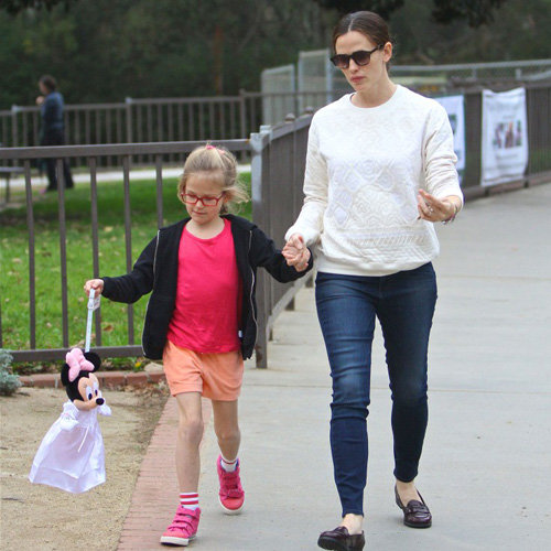 Jennifer Garner With Violet and Seraphina Affleck | Pictures